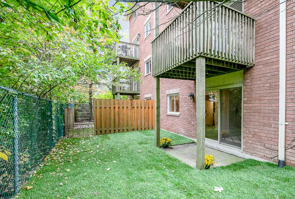 2 bedroom with private backyard